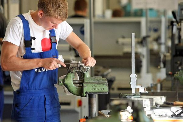 Disadvantaged youngsters 'less likely to start the best apprenticeships'
